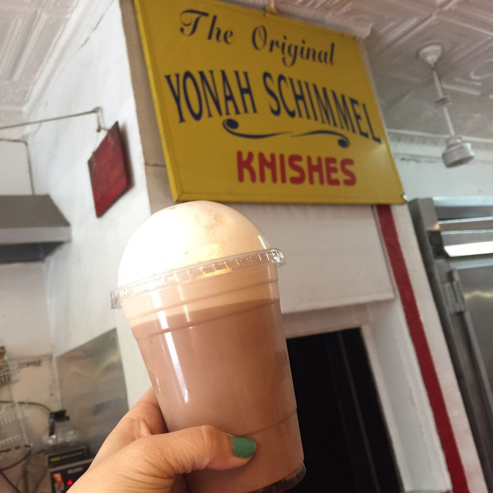 egg cream at yonah schimmel